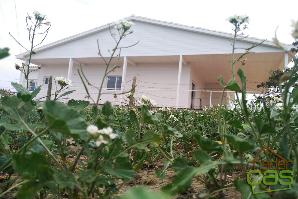 Casa de madera en canexel blanco